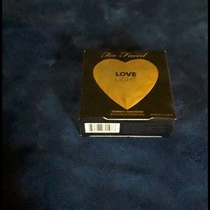 Too Faced  highlighter. NWT! CLOSET CLEAN OUT SALE!🤩🤩🤩